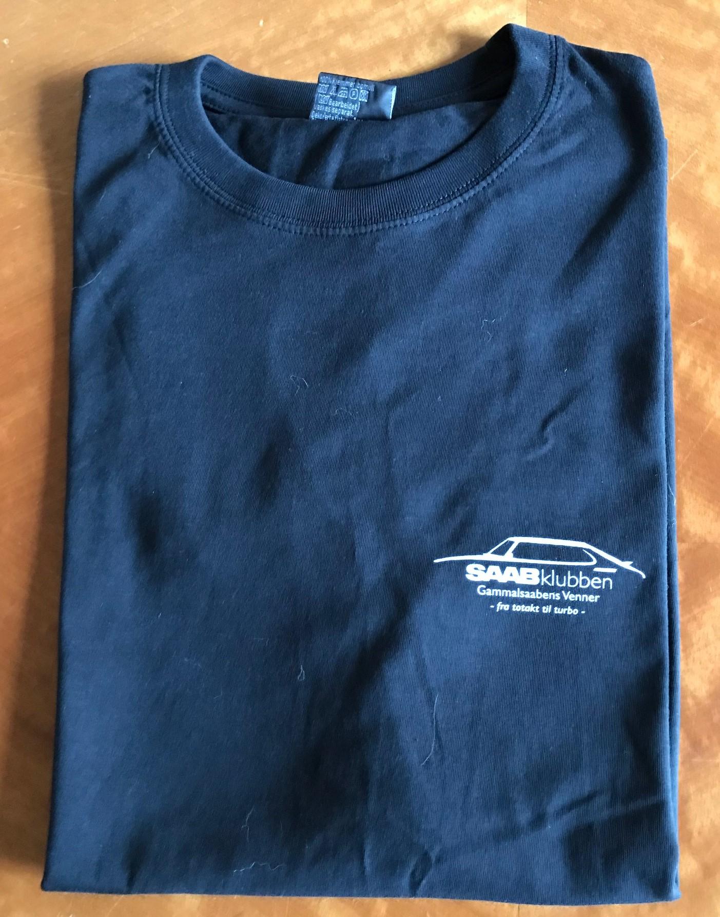be3662e3 GSV T-skjorte sort (ny logo) - Gammalsaabens Venner